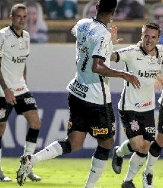 Avelar marca aos 45 do 2º tempo e Corinthians derrota Goiás fora de casa